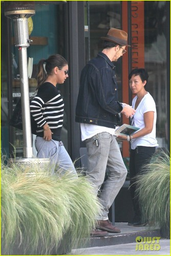 Mila Kunis &amp; Ashton Kutcher: &#39;Definitely Close Pals&#39; - mila-kunis Photo