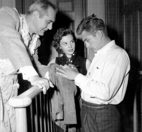 Natalie looks at James as he signs autograph <3
