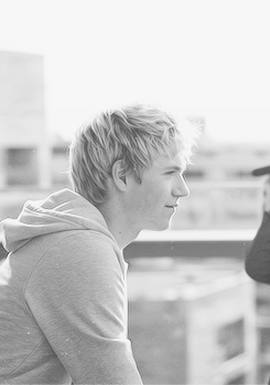 Niall Horan - Black and White