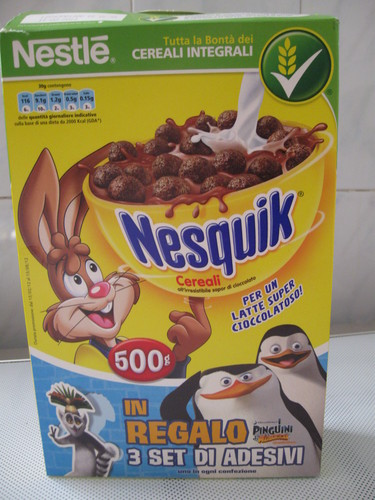 Penguins of Madagascar پیپر وال with a canned meat called PoM Cereal Box (Front)