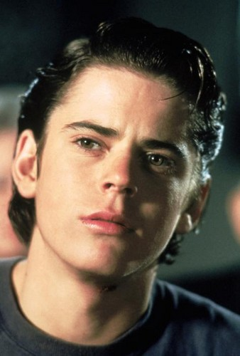 Outsiders - Vidas sem rumo wallpaper containing a portrait entitled Ponyboy Curtis