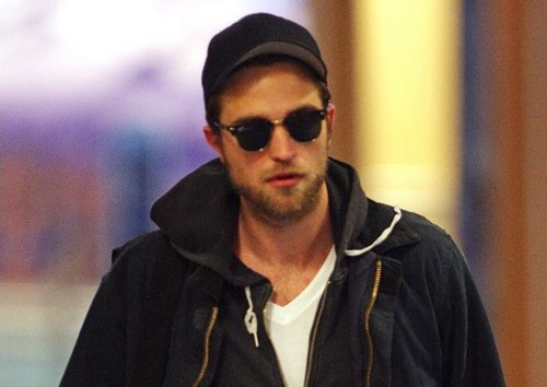Robert Pattinson Hintergrund possibly containing sunglasses called Rob arriving in Vancouver, 29-04-2012