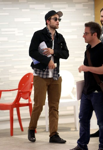 Rob in L.A. - robert-pattinson Photo