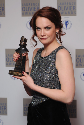 Ruth Wilson poses with her 'Best Actress in a Supporting Role' <3