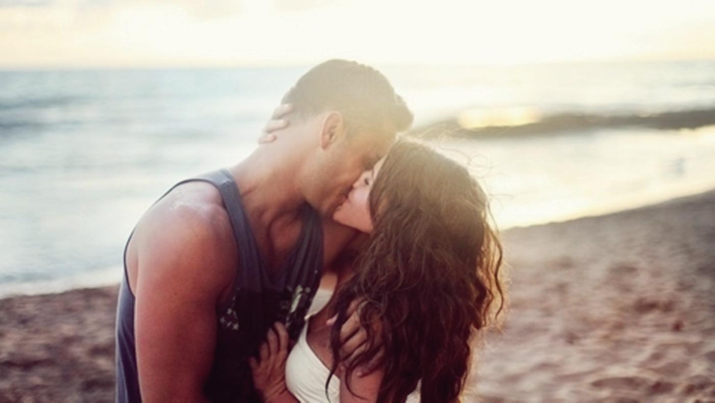 Фото где девушку целует 8 фотография
