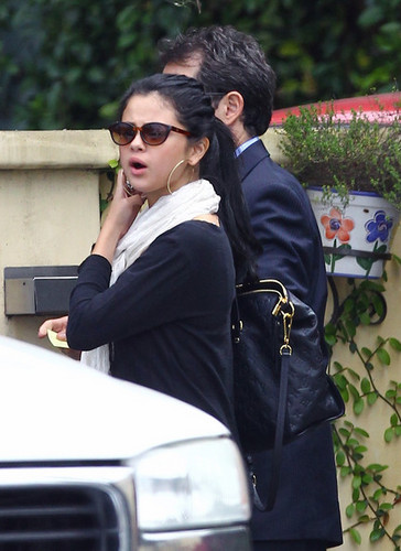 Selena lunches with her mom - selena-gomez Photo
