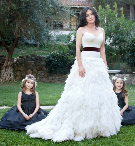 Shannen Doherty wallpaper with a gown and a bridal gown titled Shannen and her flower girls