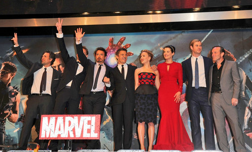 Robert Downey Jr. wallpaper with a business suit, a bridesmaid, and a dress suit called Stars at the Premiere of 'The Avengers' in London