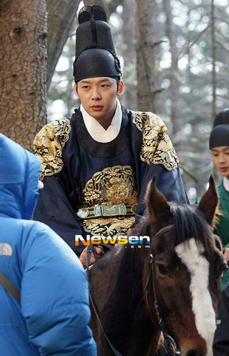 Still cuts for Rooftop Prince - rooftop-prince-%EC%98%A5%ED%83%91%EB%B0%A9-%EC%99%95%EC%84%B8%EC%9E%90 Photo