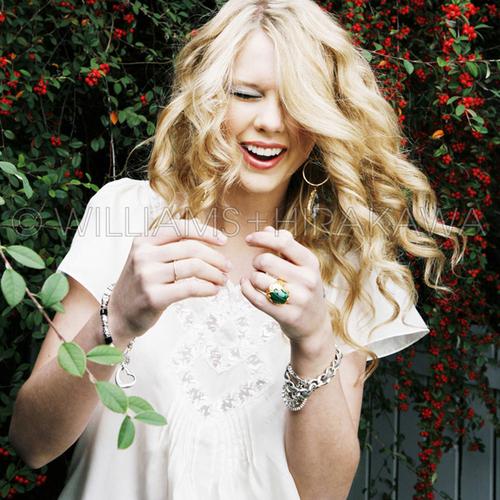 Taylor Swift Taylor-Swift-gangster-girl-30638504-500-500