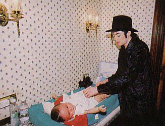 The MOST amazing father ever ! MJ & Blanket (rare)