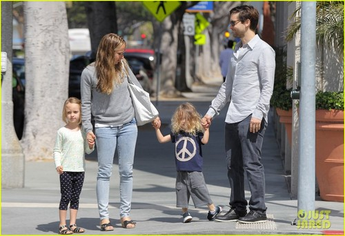 Tobey Maguire: Sunday Stroll with the Family