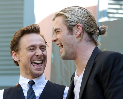 Tom Hiddleston & Chris Hemsworth @ The Avengers Premiere  Rome