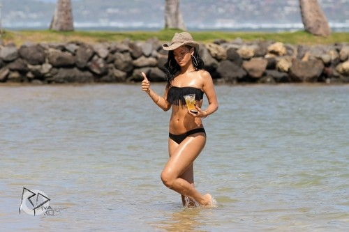 Wearing A Bikini In Hawaii [27 April 2012] - rihanna Photo