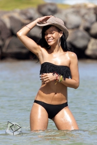 Rihanna wallpaper with a bikini titled Wearing A Bikini In Hawaii [27 April 2012]