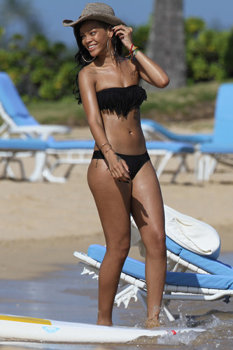 Wearing A Bikini In Hawaii [27 April 2012]