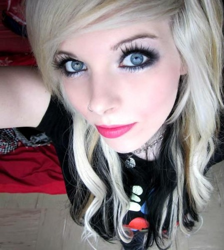 german, scene queen, emo girl, ira vampira, black, blonde, blond, hair, coontails, sitemodel - emo-girls Photo