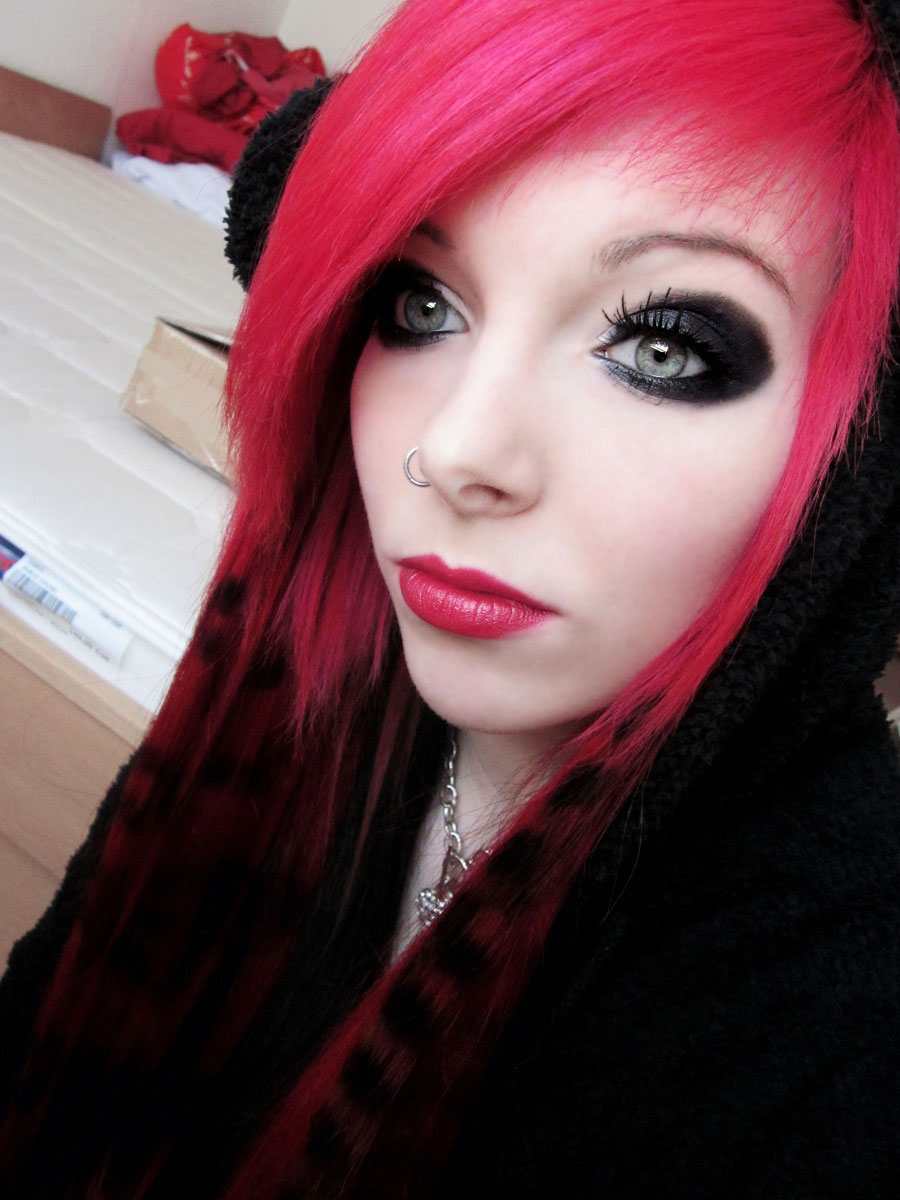 German Scene Queen Emo Girl Ira Vampira Pink Red Hair Coontails