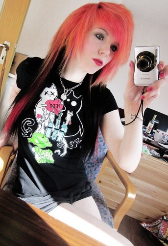 german, scene queen, emo girl, ira vampira, pink, red, hair, coontails, sitemodel