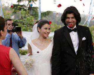 Fatmagül'ün Suçu Ne wallpaper possibly containing a business suit and a dress suit called mariage fatmagul and karim