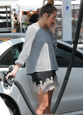 miley abril 2012
