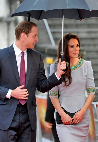 the Duke and Duchess of Cambridge attend the premiere of African 猫