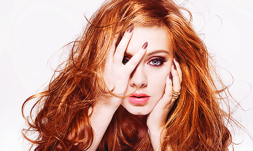 Adele Hintergrund probably with a portrait titled ~Adele~