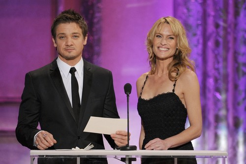17th Annual Screen Actors Guild Awards(2011) - jeremy-renner Photo
