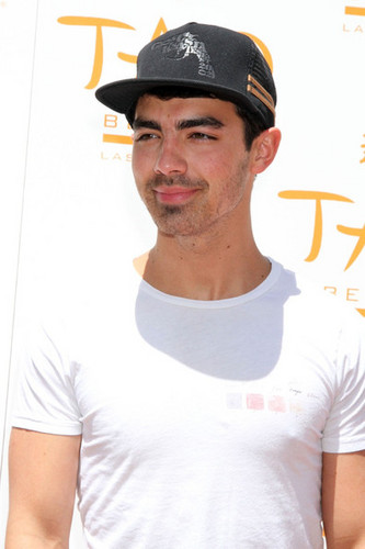 2012 - joe-jonas Photo
