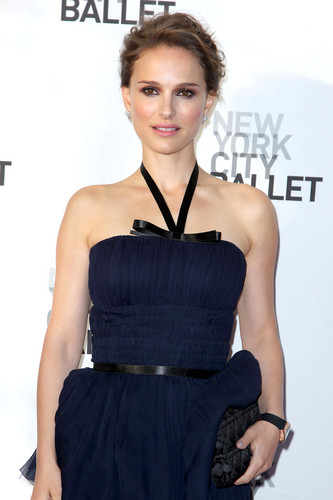 Attending the New York City Ballet's Spring Gala at David H. Koch Theater, линкольн Center, NYC (May