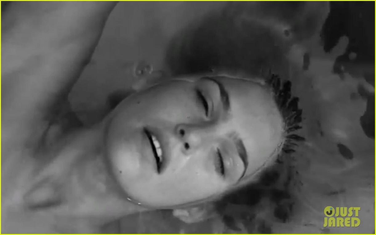Bar Refaeli: Nude for under.me Video