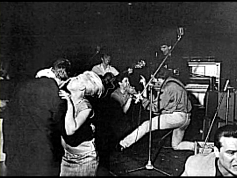 Stu on the stage with George, John and Paul (at the parte superior, arriba Ten Club Hamburg 1961)