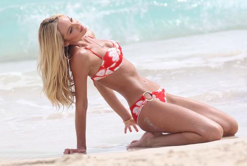 Bikini Photoshoot On The pantai In St Barth's [2 May 2012]
