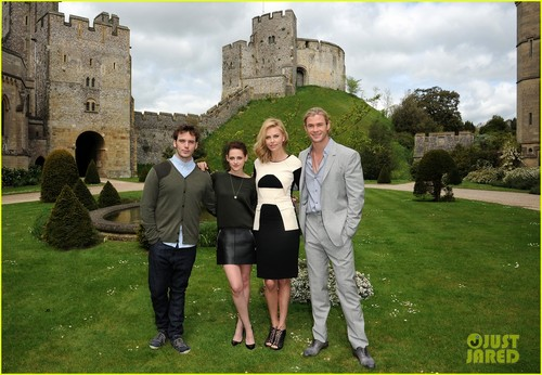 Charlize Theron &amp; Kristen Stewart: &#39;Snow White&#39; in Arundel! - charlize-theron Photo