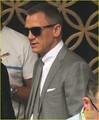 Daniel Craig & Rachel Weisz Hold Hands on Set! - daniel-craig photo