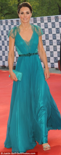 Duchess Catherine at the Olympic gala jantar (By far one of my fave dresses she has worn)