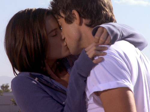 Emily and Damon Kiss - make-it-or-break-it Photo