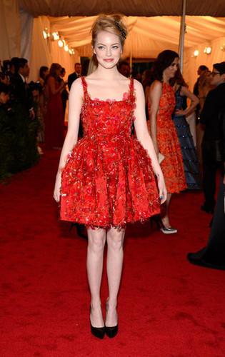 emma stone fondo de pantalla titled Emma Stone Dons Ladylike Lanvin to the Met Gala