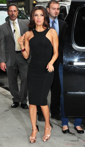 Eva Longoria on the way to the late tampil with david letterman 2012