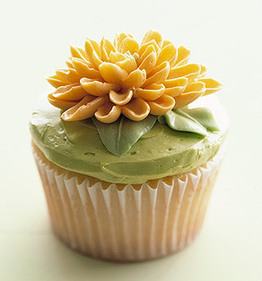 कपकेक वॉलपेपर with a cupcake, a cream cheese, and a bouquet called फूल कपकेक