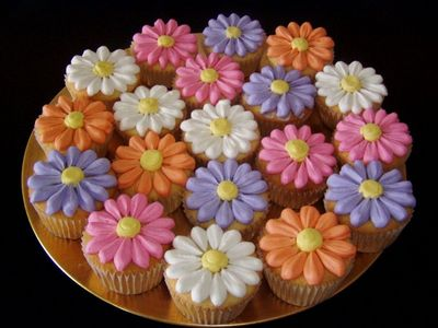 Food wallpaper possibly with a blue eyed african daisy, a hippeastrum, and a matilija poppy titled Flower Cupcakes