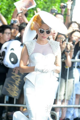 Gaga Leaving the Ritz Carlton in Hong Kong (May 8) - lady-gaga Photo