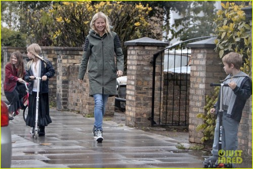Gwyneth Paltrow & Kids: Scooting in the Rain
