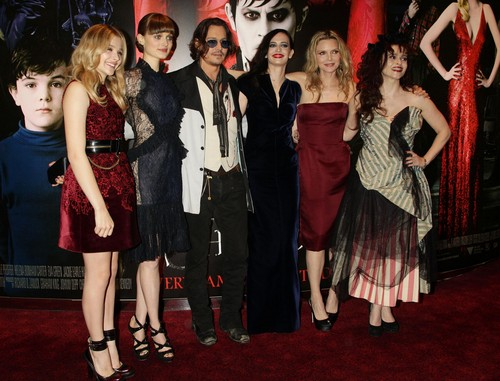 Tim Burton's Dark Shadows 바탕화면 called Helena Bonham Carter - Dark Shadows 런던 Premiere