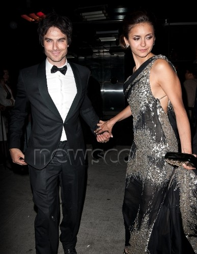 Ian/Nina @ Met Ball afterparty. [hands!!]