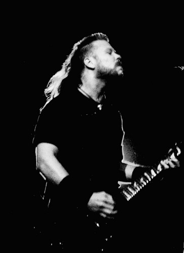 James Hetfield wallpaper containing a guitarist and a concert entitled James Hetfield