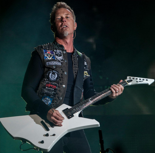 James Hetfield wallpaper containing a guitarist and a concert titled James Hetfield