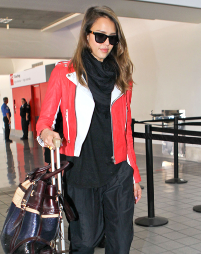 Jessica Alba wallpaper entitled Jessica - At LAX Airport - May 05, 2012