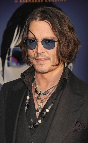 Tim Burton's Dark Shadows দেওয়ালপত্র containing sunglasses called Johnny Depp again at Dark Shadows Premiere
