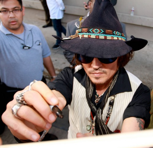 Johnny Depp on his way to Jimmy Kimmel mostra 2012